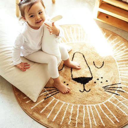 Tapis pour enfant avec des têtes de personnages