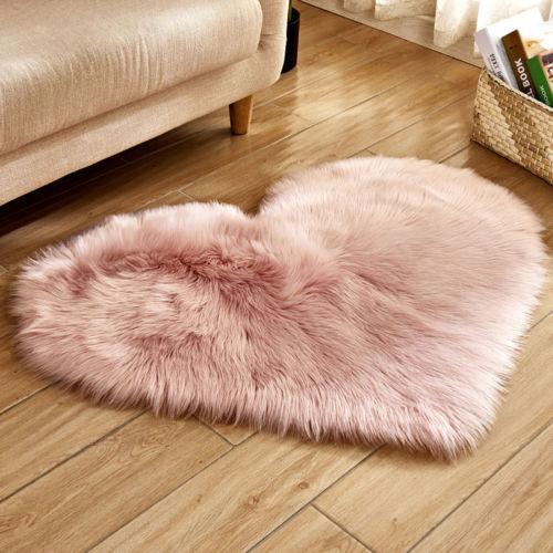 Petit tapis de décoration romantique en forme de cœur