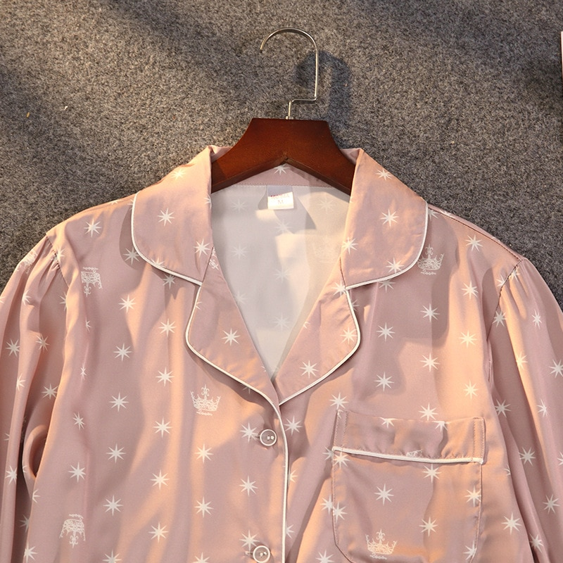 Pyjama deux pièces en satin et dentelle pour femme