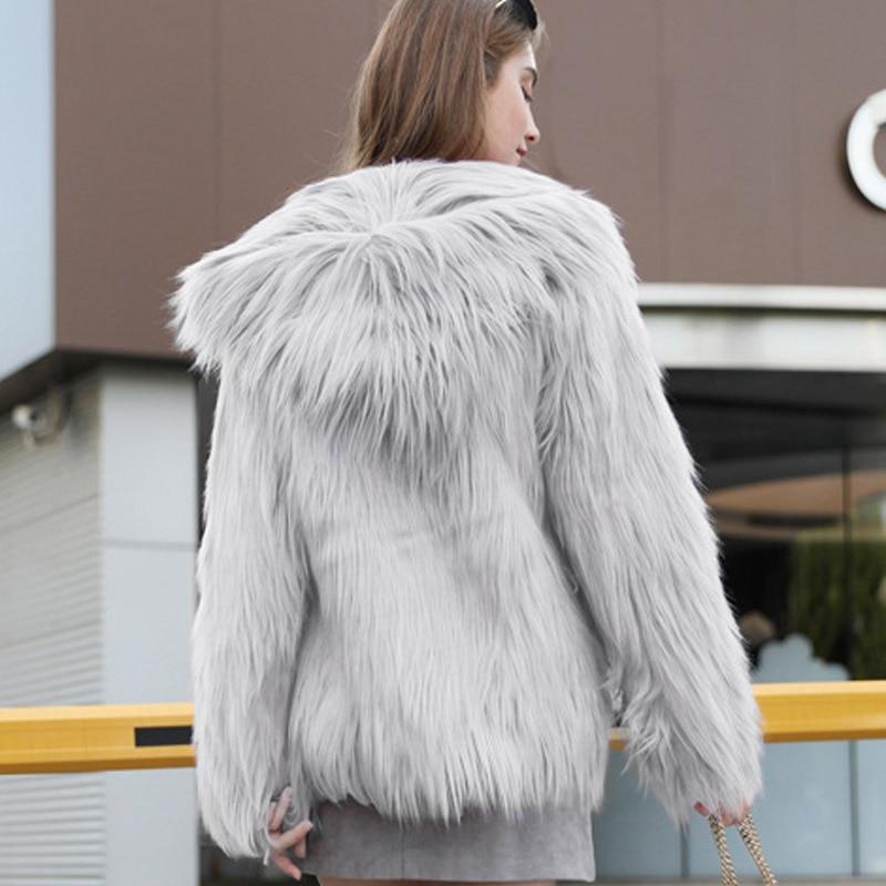 Veste à capuche à poils longs