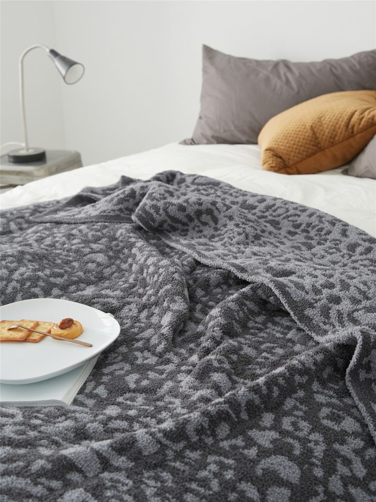 Plaid délicat tricoté imprimé gris