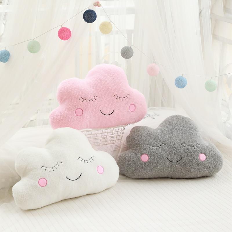 Peluche nuage pour chambre de bébé