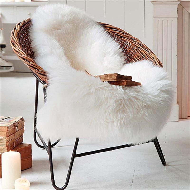 Tapis doux et blanc en laine artificielle
